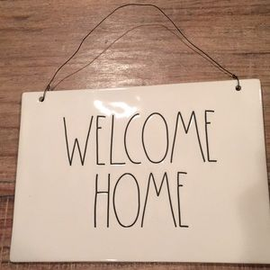 """Rae Dunn """"Welcome Home"""" ceramic sign."""